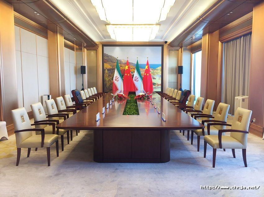 燕岛宾馆会议厅带国旗图 850.jpg